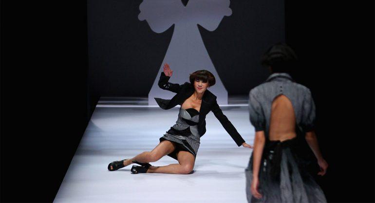 10 caídas de modelos sobre la pasarela