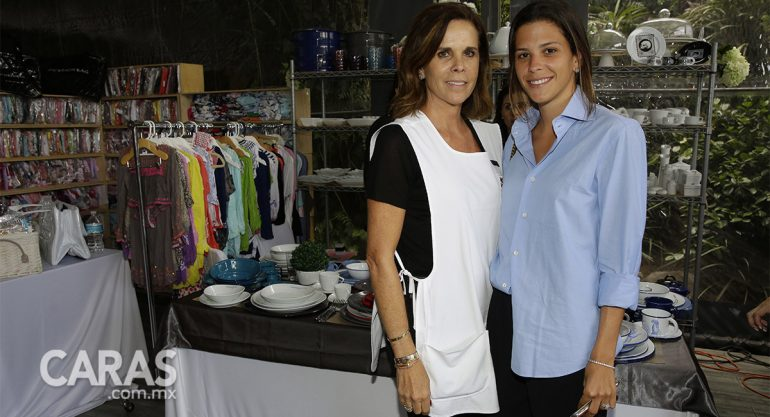 Ana Paula de Haro y Ana Paula Sordo en el primer día de Bazar Ayuda