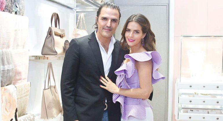 Billy Rovzar y Claudia Álvarez en la apertura de la tienda Tous