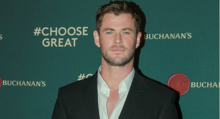 Chris Hemsworth en la red carpet de Choose Great de Buchanan?s