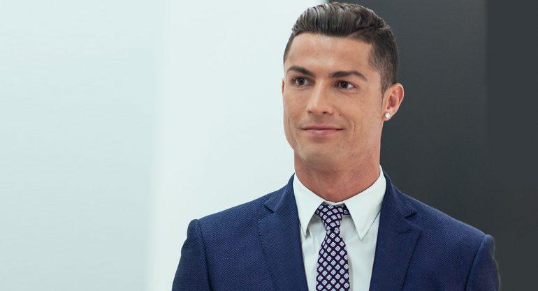 Cristiano Ronaldo comparte nueva foto con sus hijos