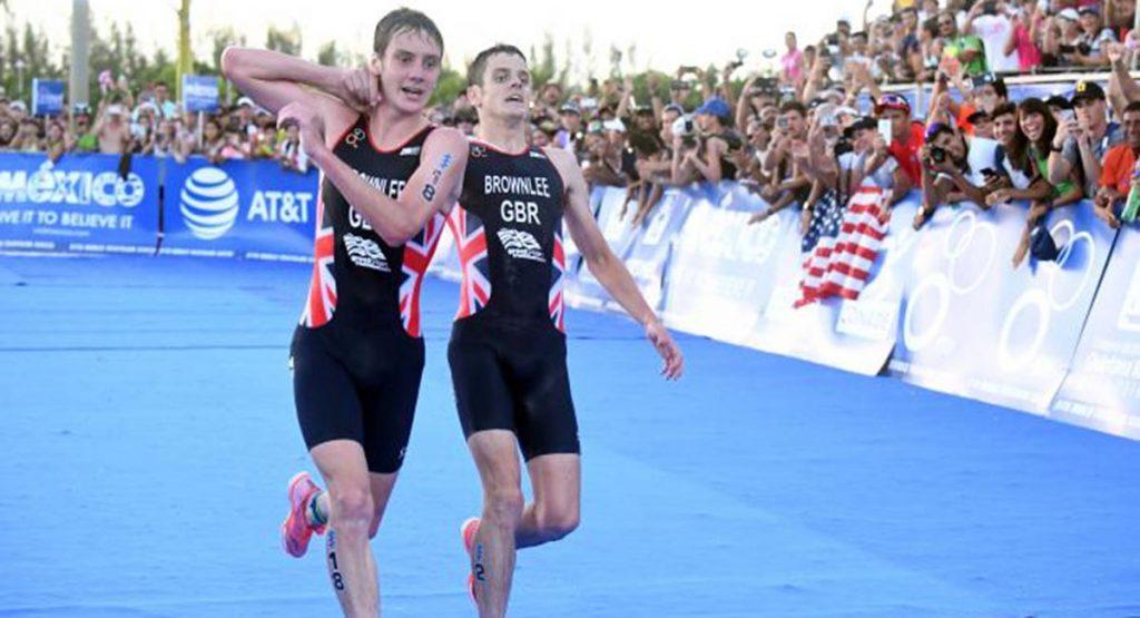 El épico final de triatlón que conmovió al mundo