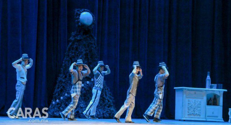 El Cascanueces acrobático encanta con su magia navideña