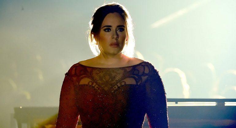El deslumbrante cambio de Adele en los Grammy Awards 2016