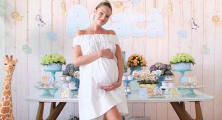 El divertido 'baby shower' de Candice Swanepoel