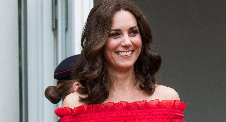 El look off shoulder de Kate Middleton en Berlín