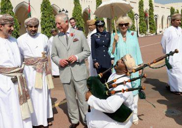El príncipe Carlos y la Duquesa de Cornualles en su gira por Oriente Medio