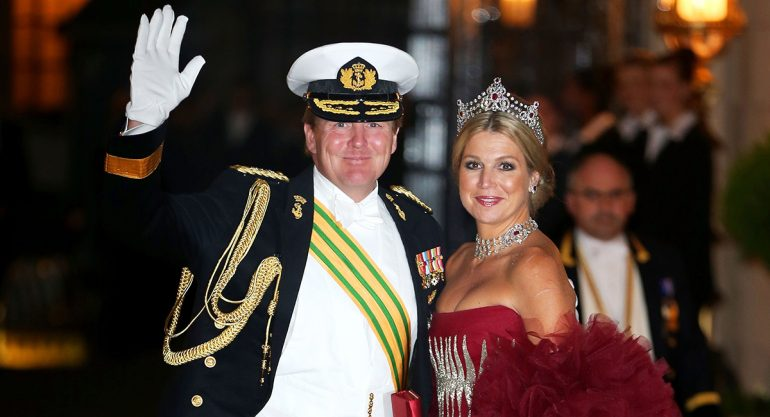 El rey Guillermo de Holanda pilota vuelos de pasajeros de incógnito