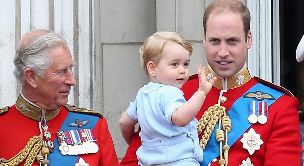 El  tierno regalo del príncipe Carlos a su nieto George