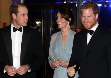 James Bond conoce a la realeza británica
