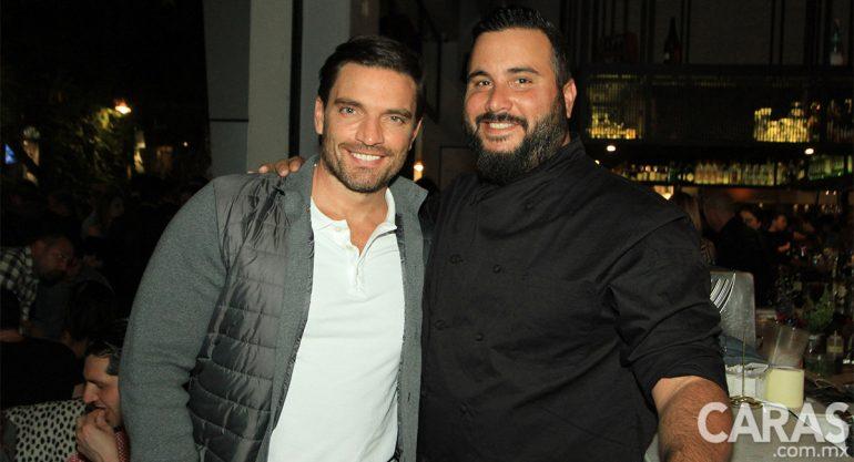 Julián Gil en la apertura de Pubbelly Sushi México