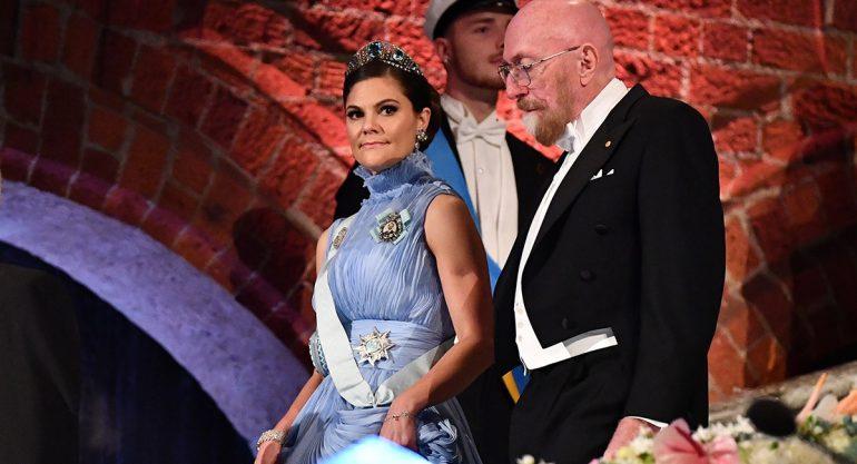 La familia real de Suecia roba miradas en la cena de los Premios Nobel
