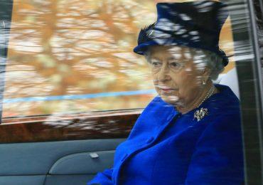 La reina Isabel II reaparece tras un mes enferma