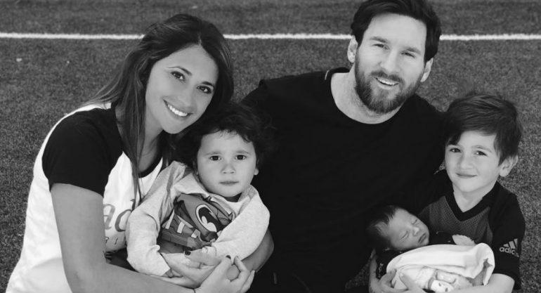 Lionel Messi presenta a su hijo Ciro