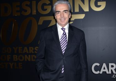Lorenzo Lazo en la inauguración de  Designing 007: Fifty Years of Bond Style
