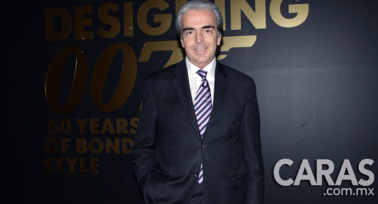 Lorenzo Lazo en la inauguración de  Designing 007: Fifty Years of Bond Style