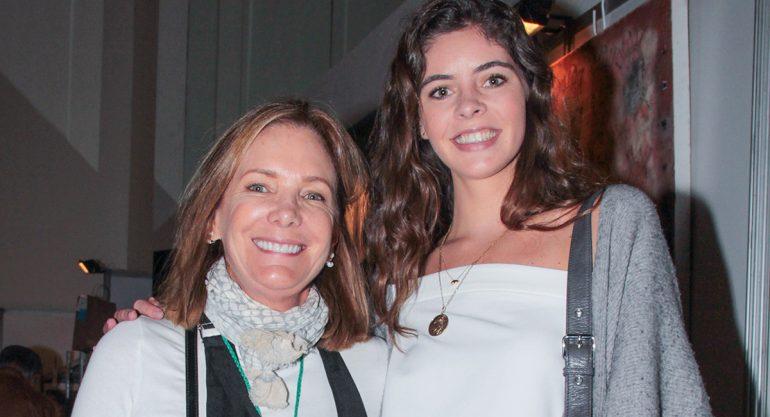 María Azcárraga y María Contreras en el bazar de la Fundación AMI