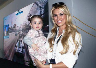 María Elena Torruco y su hija en la Fórmula E
