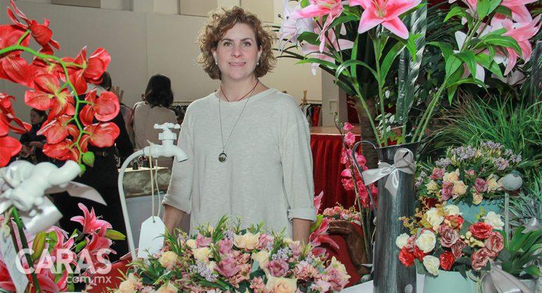 Patricia Legorreta en el bazar del Colegio del Bosque