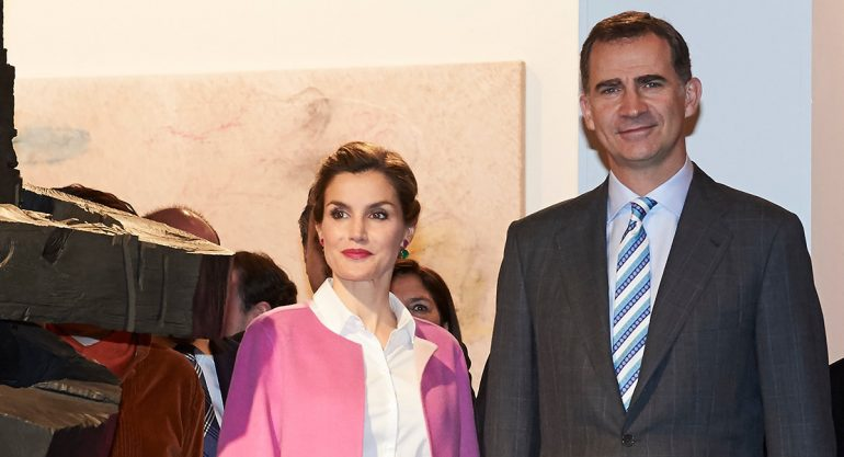 Reina Letizia sorprende a todos con su moderno look