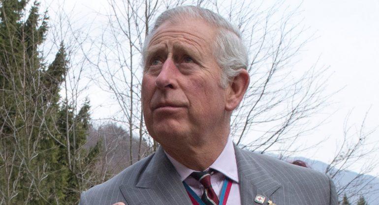 Revelan infancia infeliz del príncipe Carlos