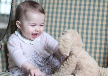Revelan tiernas fotografías de la princesa Charlotte