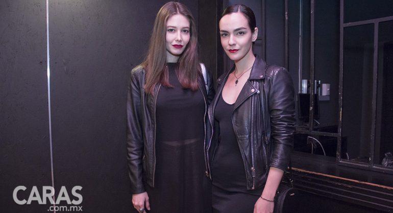 Samantha Godoy y Alejandra Olivas en el estreno de Cabaret Maldito