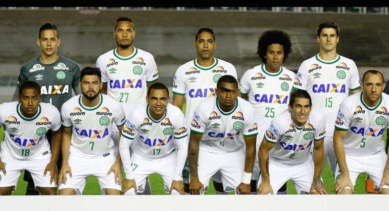 Se estrella avión con equipo de futbol brasileño; hay sobrevivientes