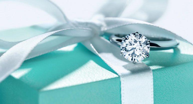 Tiffany & Co gana demanda millonaria a Cotsco