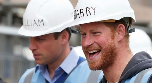 William y Harry se convierten en constructores
