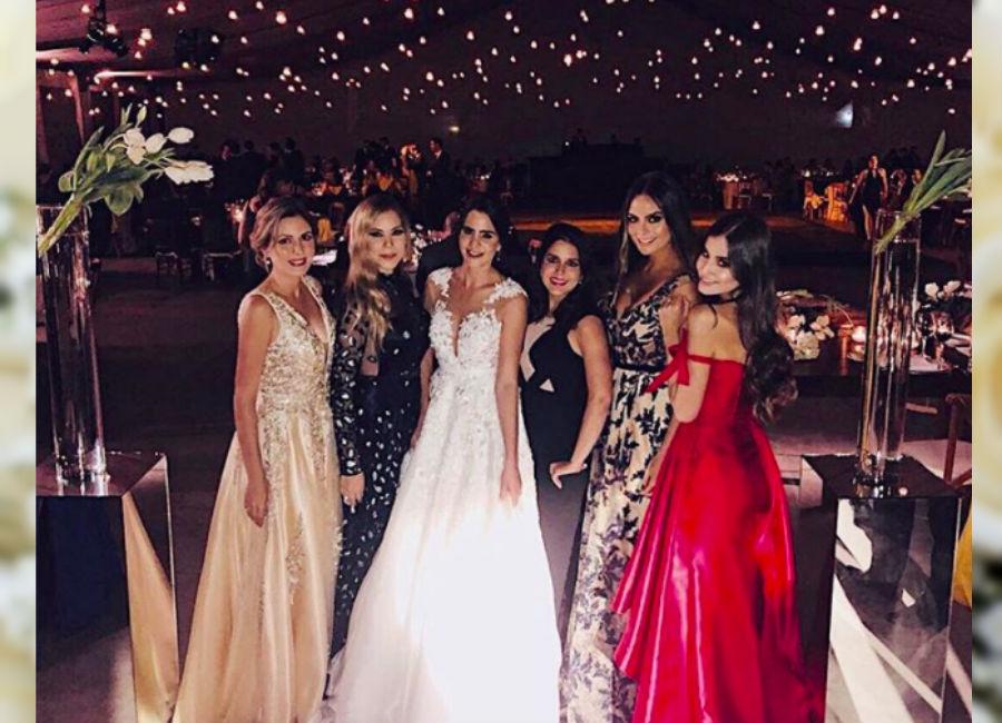 Matrimonio Ximena Navarrete : Ximena navarrete feliz en la boda de su prima lorena