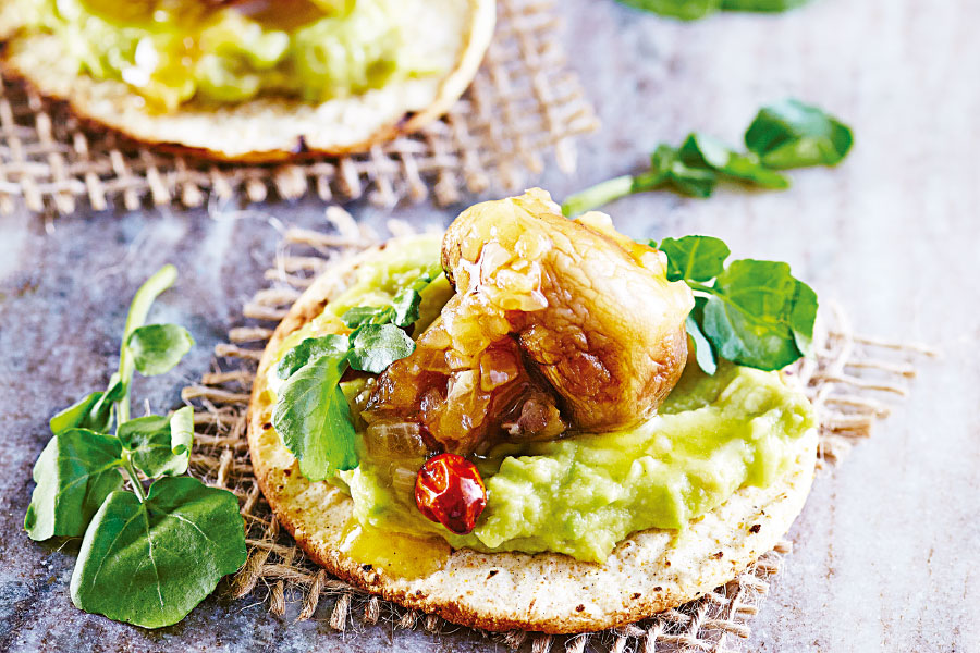 Tostada de champiñones y guacamole