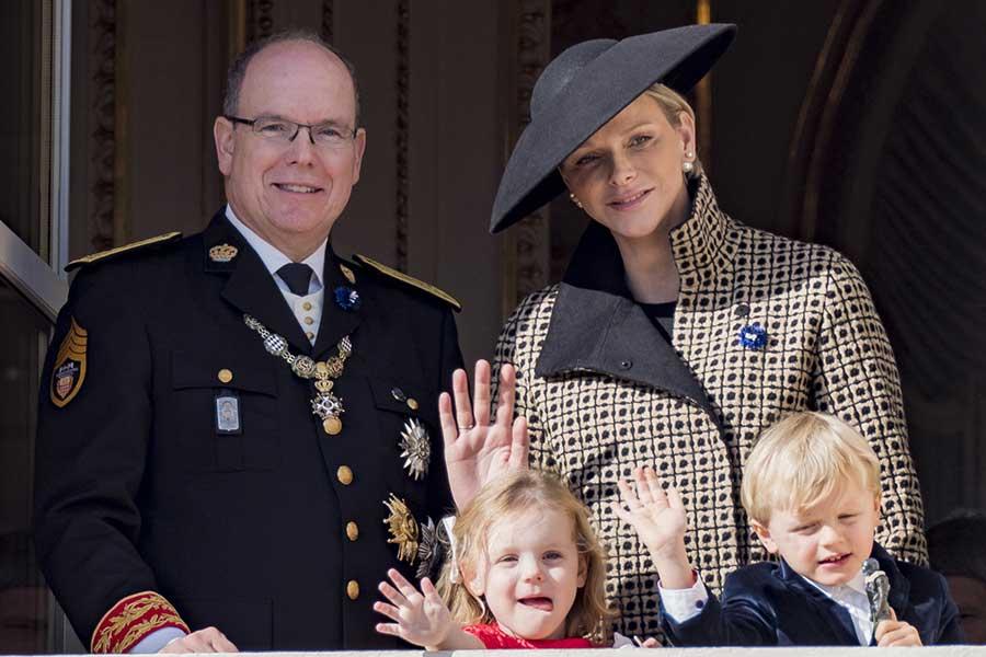 royals Alberto, Charlene y sus mellizos