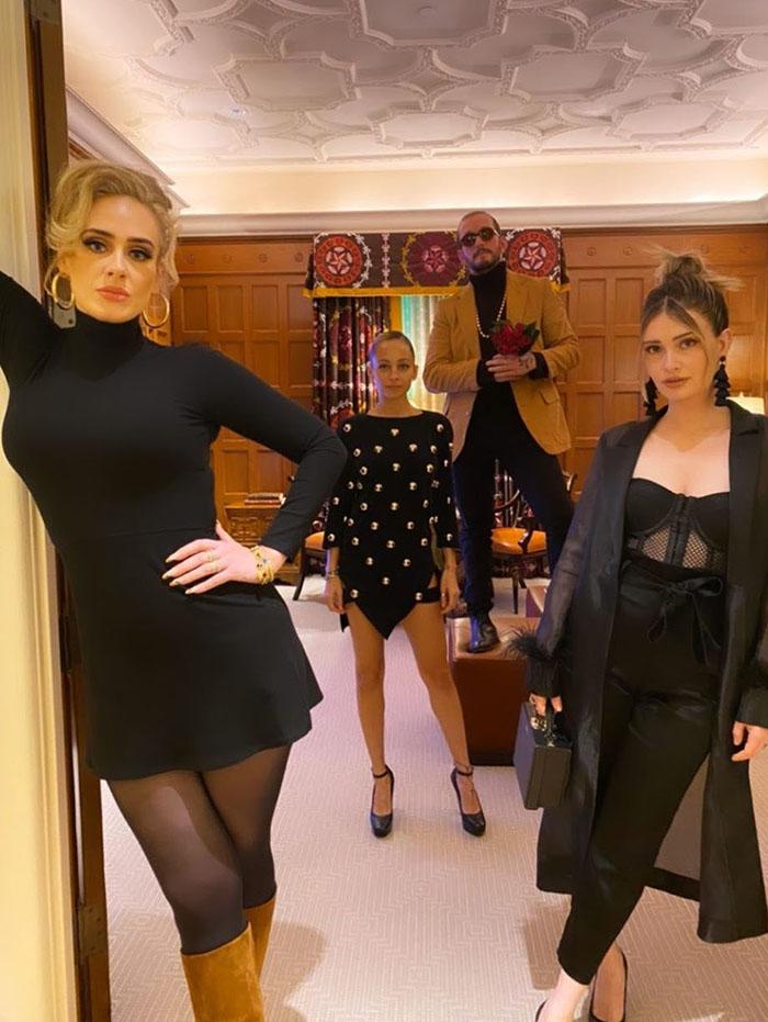 Adele presume nueva figura