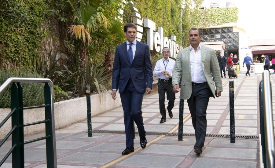 Ceos de Televisa visitan fotos