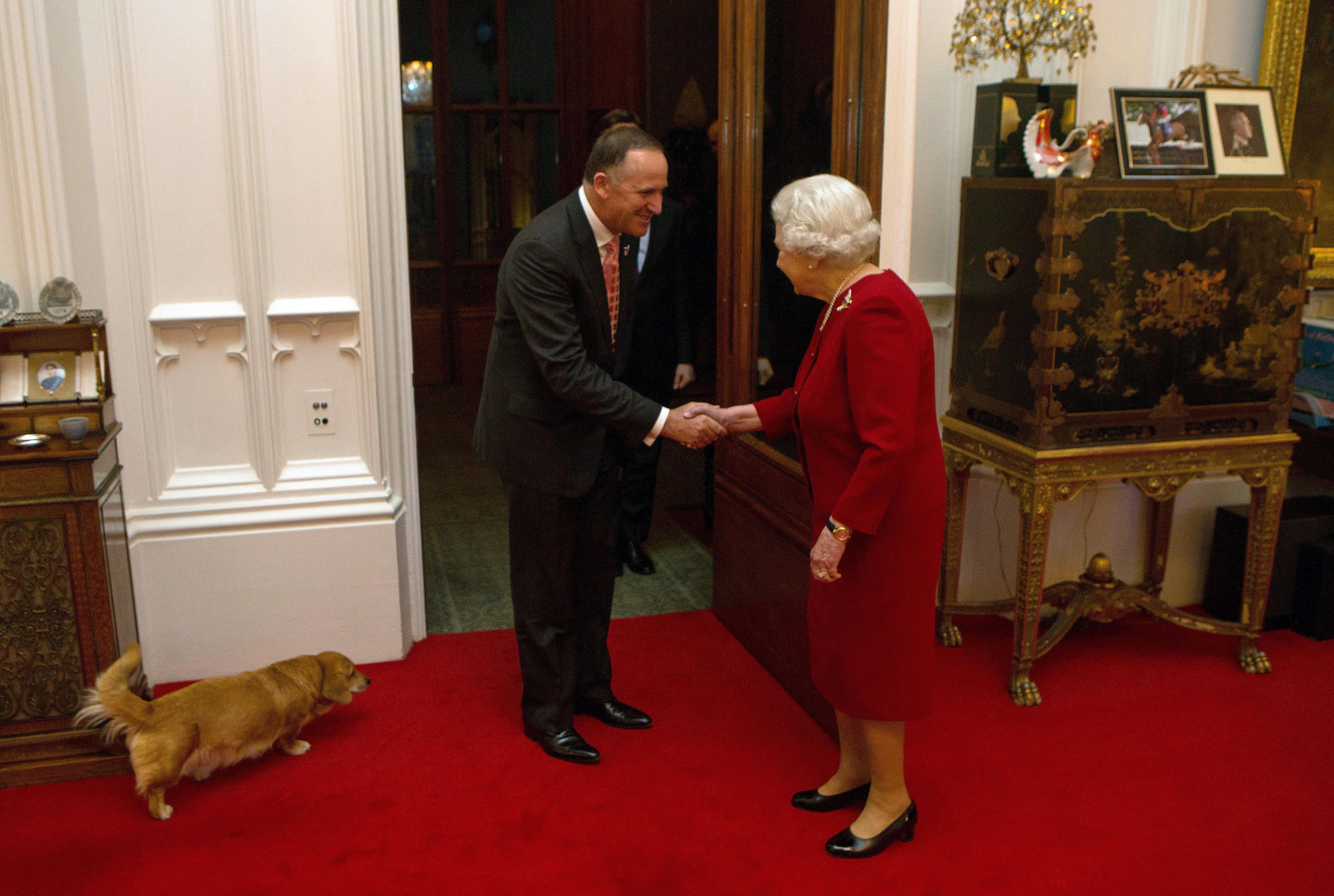 Que comen perros reina Isabel II