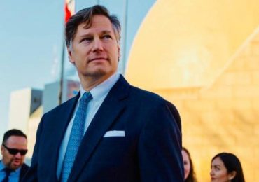 Christopher Landau pide votar por la tlayuda