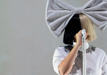 Sia se convierte abuela 44 años