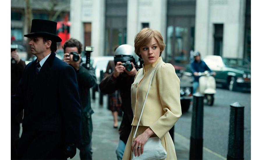 Emma Corrin como Lady Di
