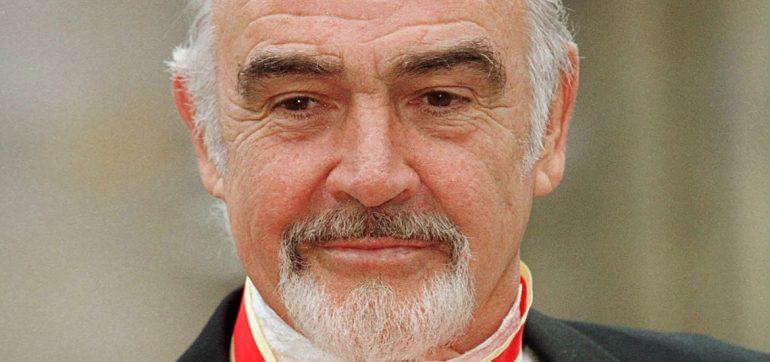 Cuando Sean Connery fue nombrado caballero por la reina Isabel