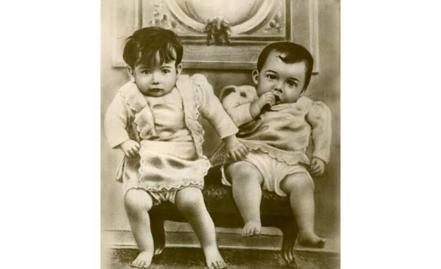 Diego Rivera y su hermano gemelo.