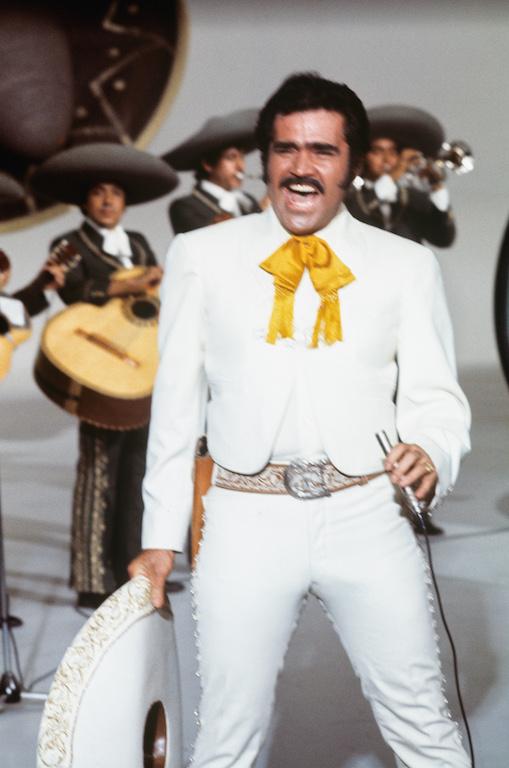 Carrera musical de Vicente Fernández Charro de Huentitán