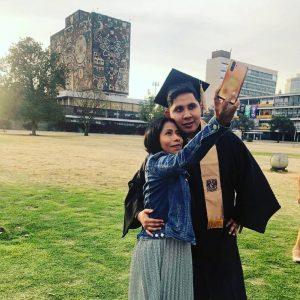 Yalitza Aparicio en la graduación de su novio