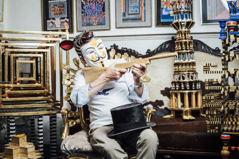 Pedro Friedeberg cumple 85 años máscara