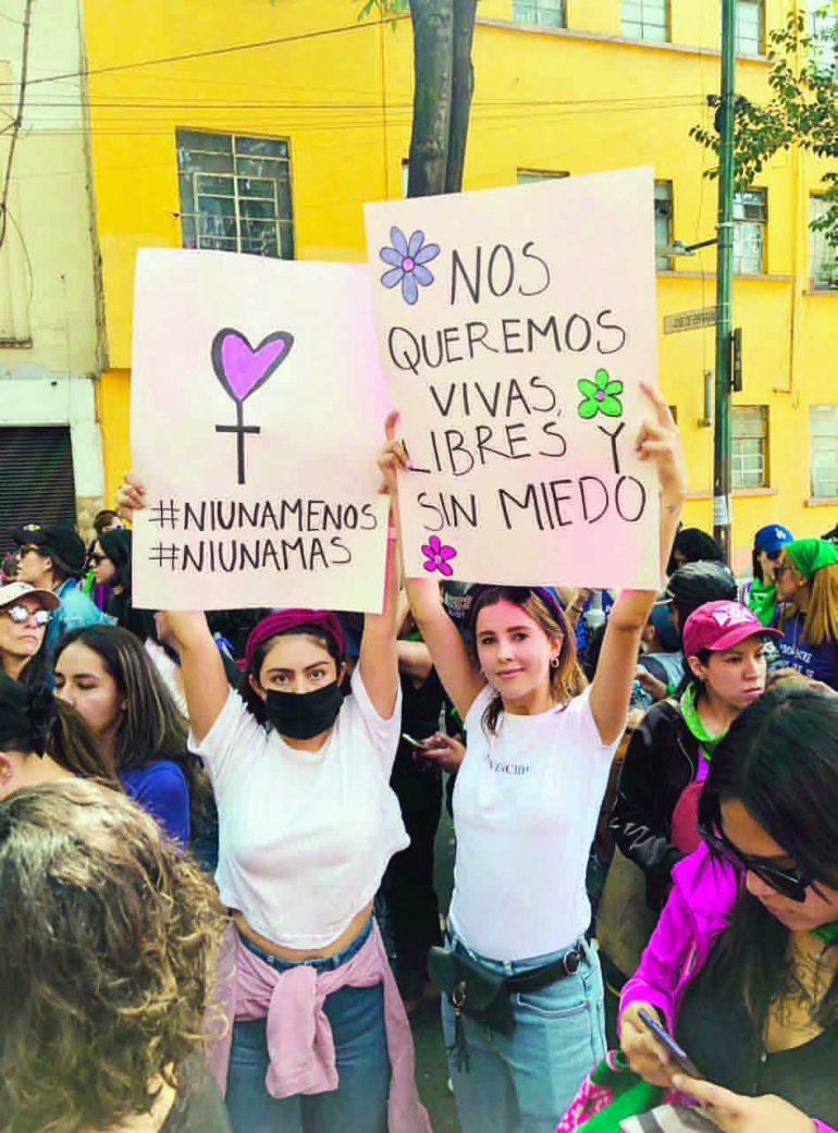 Paulina Goto marcha feminista
