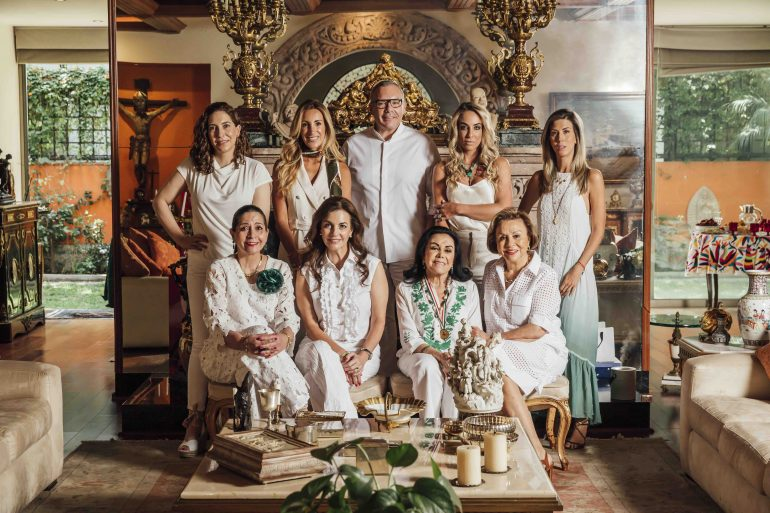 Cristina Vila, Shahpary Pulido, Daniel Espinosa, Paula Arango, Cassandra Pelizza, Rosita Cardín, Tere Cabal, Silvia Rojo Lugo y Chayo Sandoval