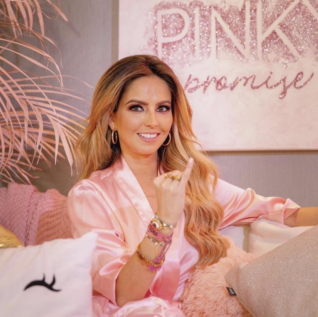 Karla Díaz Pinky Promise