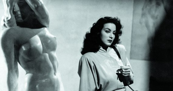 Maria Félix in The Kneeling Goddess