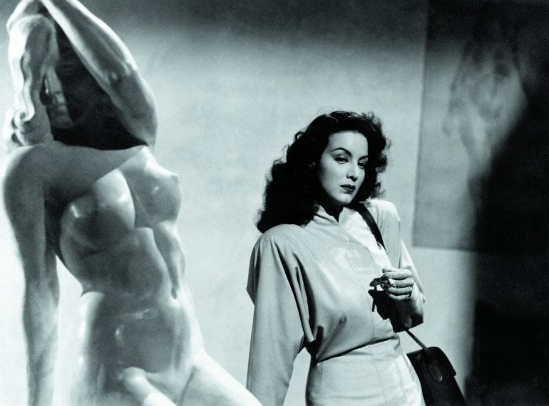 Maria Félix in The Kneeling Goddess