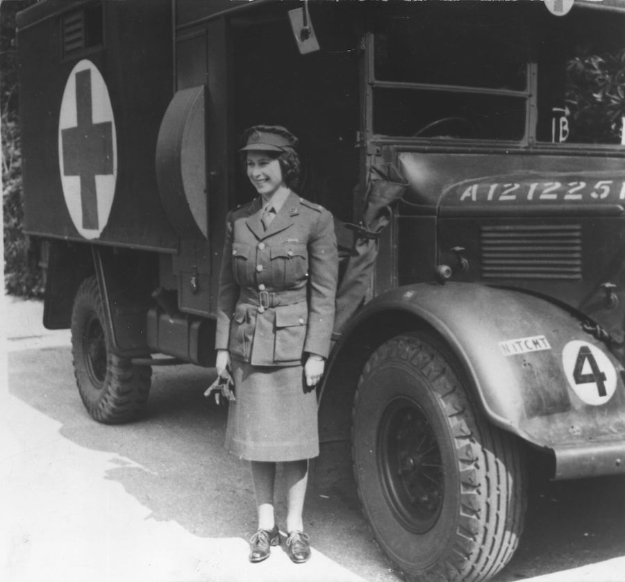 Reina Isabel II Segunda Guerra Mundial servicio